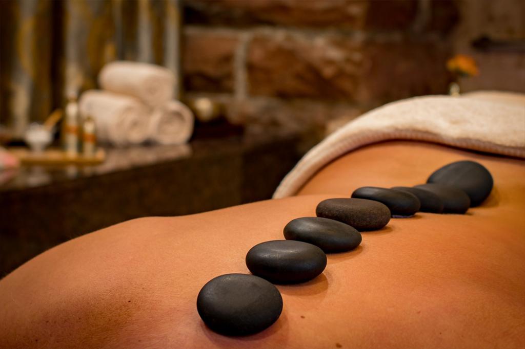 massage-pierres-chaudes-froides-quincy
